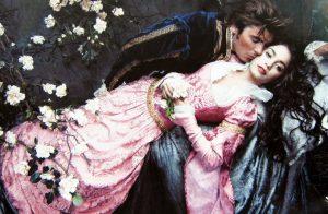 szerelmes pár elegánsan öltözve, belföldi fuvarozás